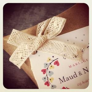 étiquettes mariage personnalisée et lien dentelle