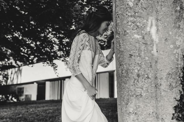 Dos nu vertigineux et devant dentelle sage pour la robe Palma de Laure de Sagazan
