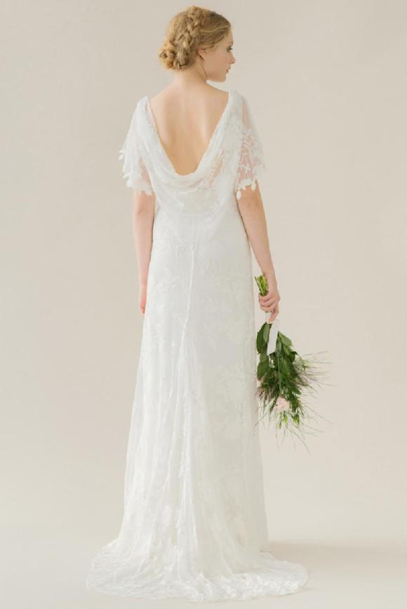 La robe de mariée Poppy par rue de Seine et son drapé de dentelle au dos
